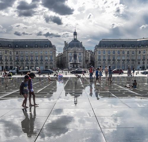 Demander une estimation de prix pour une course de taxi dans Bordeaux