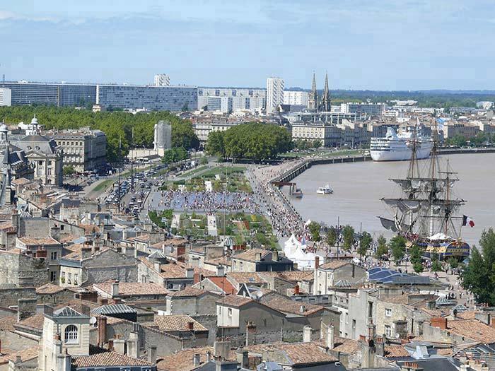 déplacement  entreprise avec transport taxi 7 places à la Gare Bordeaux St Jean