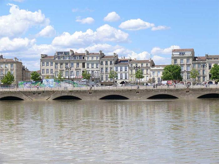 déplacement taxi 7 places à Bordeaux