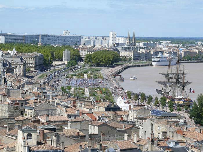 déplacement taxi monospace  dans Bordeaux