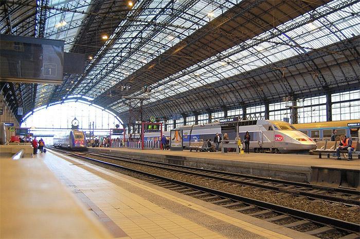 à la gare  réserver un taxi sur Bordeaux